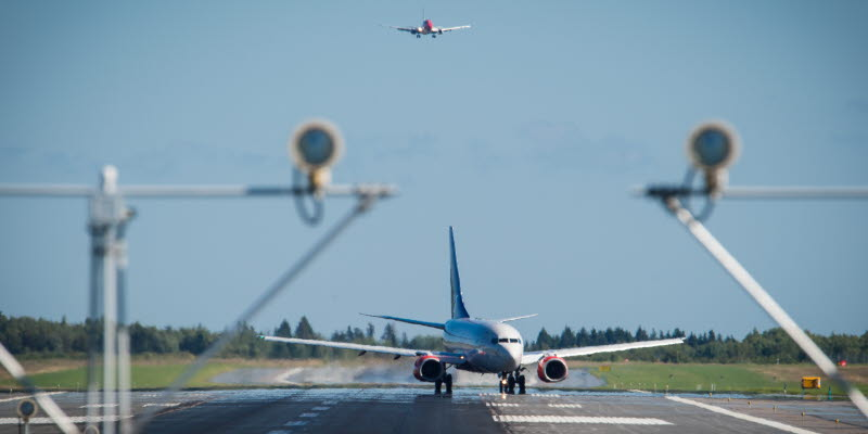 Flygplan som landar