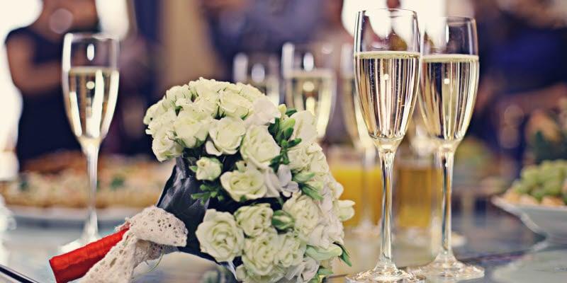 Brudbukett och champagneglas